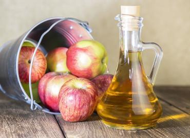 Gesundheitlichen Vorteile von Apfelessig – und wie stellen Sie sich ihn selbst her?