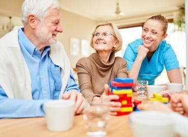 Denkspiele für Senioren – geistig bis ins hohe Alter fit bleiben
