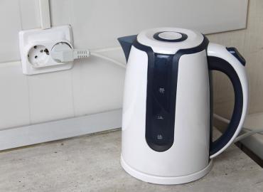 Ein Wasserkocher mit Temperaturregler schafft Komfort