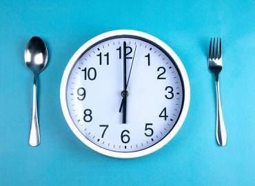 Gewicht halten dank Intervallfasten im Alter