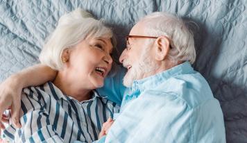 Schlafkomfort im Alter: Die Vorteile eines Seniorenbetts