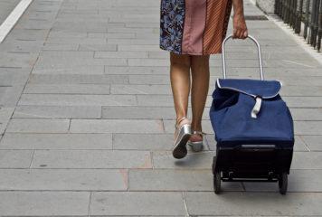Mit einem Shopping Trolley bequem Einkäufe erledigen