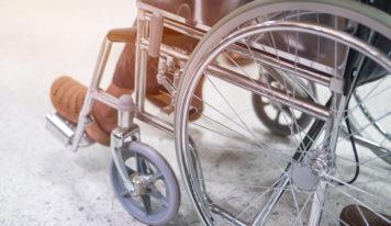 Mit einer Rollstuhltasche Gegenstände sicher verwahren