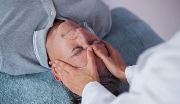 Mit Kopfmassage gegen Haarausfall vorgehen