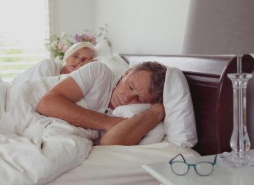Nachtschweiß – welche Ursachen kann das Schwitzen im Schlaf haben?