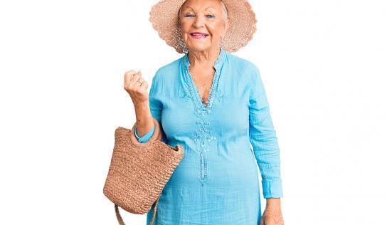 Schicke Sommermode für trendige Damen über 50