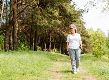 Wanderausrüstung – worauf Senioren zwingend achten müssen